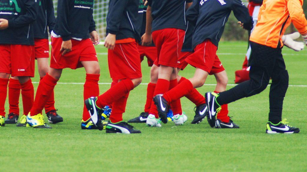 Die Füße vieler Jugendspieler